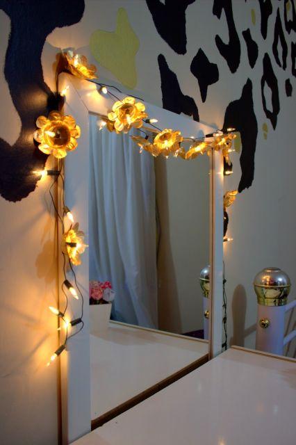 decoracao-com-pisca-pisca-para-espelho-flores