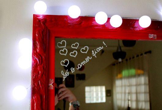decoracao-com-pisca-pisca-para-espelho-vermelho