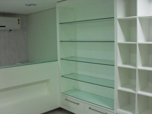 estante-de-vidro-para-quarto-2