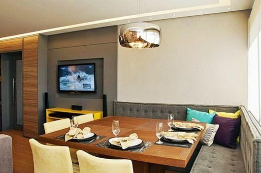 Banco Para Mesa De Sala De Jantar ~  coloridos na parede e as almofadas para incrementar a mesa com banco