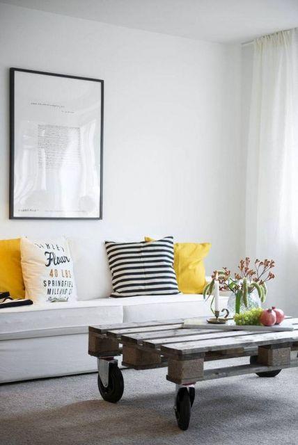sofá branco decorado