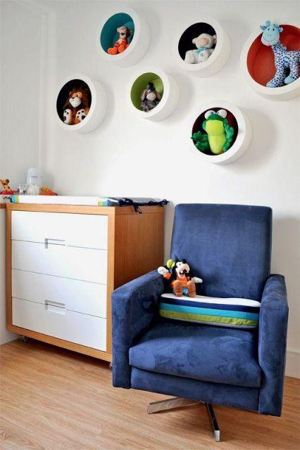 nichos-para-quarto-de-bebe-redondo-fundo-colorido