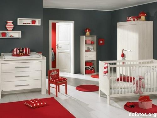 quarto-de-bebe-cinza-e-vermelho-3