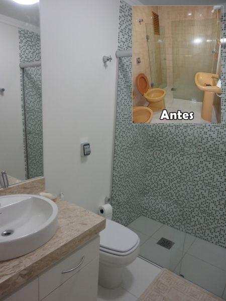 Reforma de Banheiro Ideias Criativas e 35 projetos inspiradores! -> Decoracao De Banheiro Com Vaso Cinza