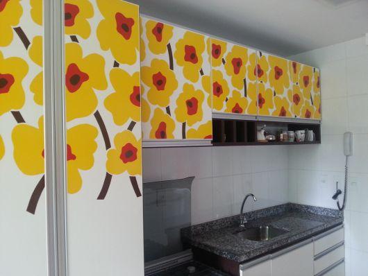 adesivo-para-cozinha-armarios-amarelo