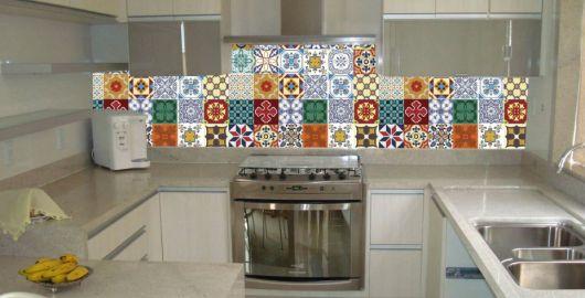adesivo-para-cozinha-ladrilho-hidraulico-colorido