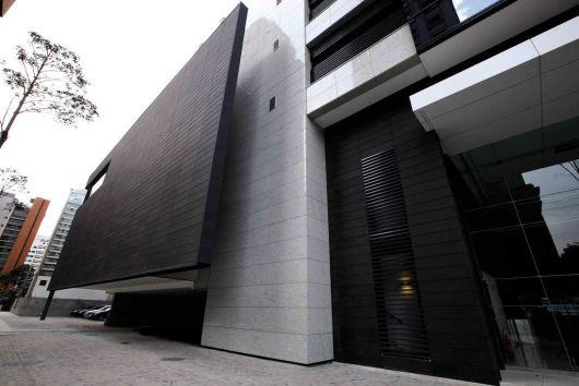 fachada-ventilada-hunter-douglas-preta