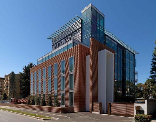fachada-ventilada-predio-vidro-comercial