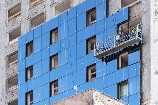 fachada-ventilada-predio-vidro-instalacao