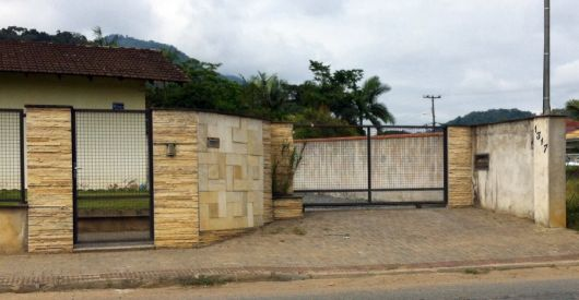 fachadas-de-muros-de-pedras-diferentes