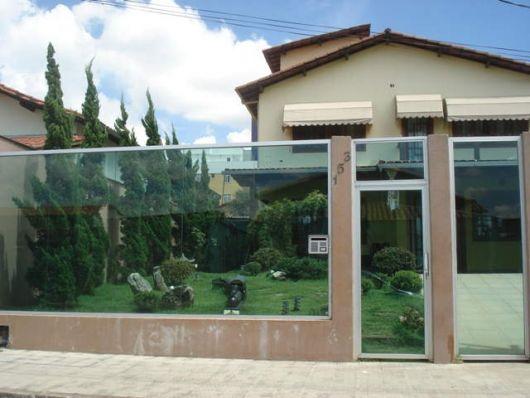 fachadas-de-muros-de-vidro-parsagismo