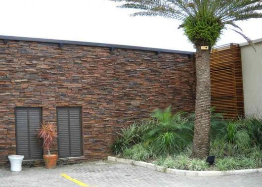 fachadas-de-muros-pedra-preta
