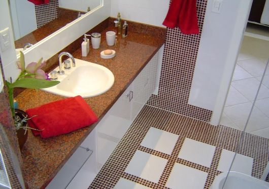 adesivo-para-piso-banheiro-ideias-1