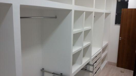 closet simples com gavetas