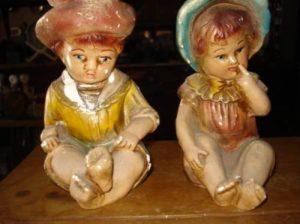 esculturas de gesso de meninos