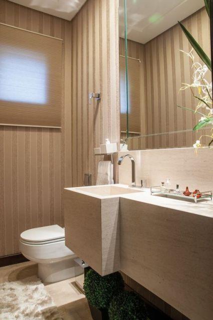 lavabo com papel de parede de listras