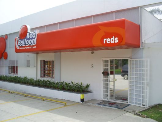 fachada-em-acm-red-ballon