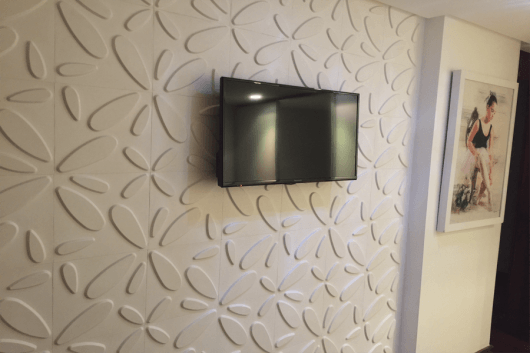 TV na parede painel