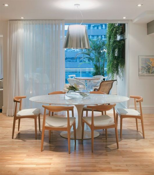 mesa oval com 6 lugares