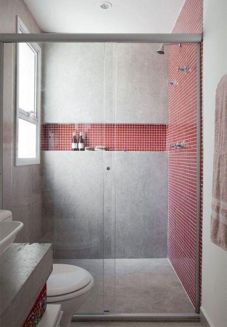 banheiro com pastilhas vermelhas