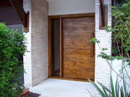 porta de entrada de madeira rústica