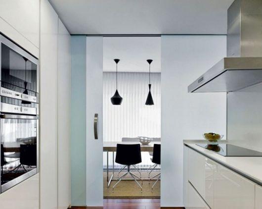 cozinha moderna com porta de correr