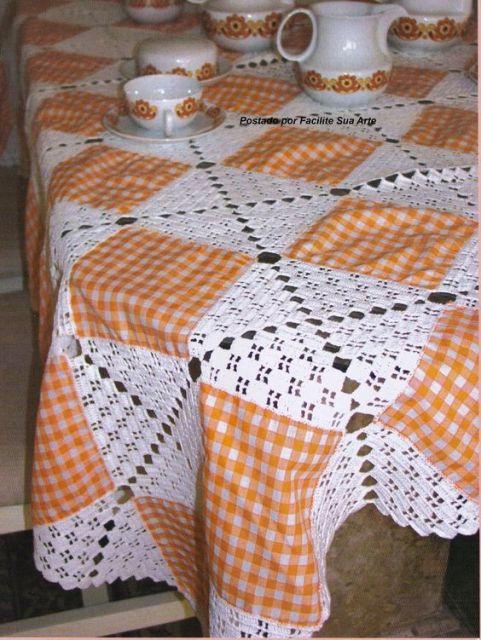 toalha de tecido com crochê