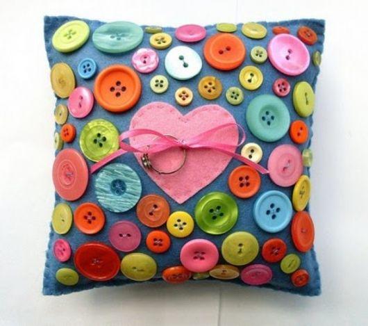 artesanato-com-botoes-almofadas