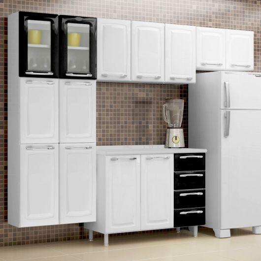 cozinha simples branca e preta