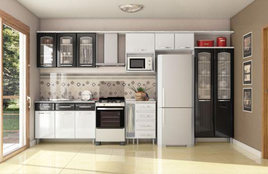 cozinha grande branco e preto