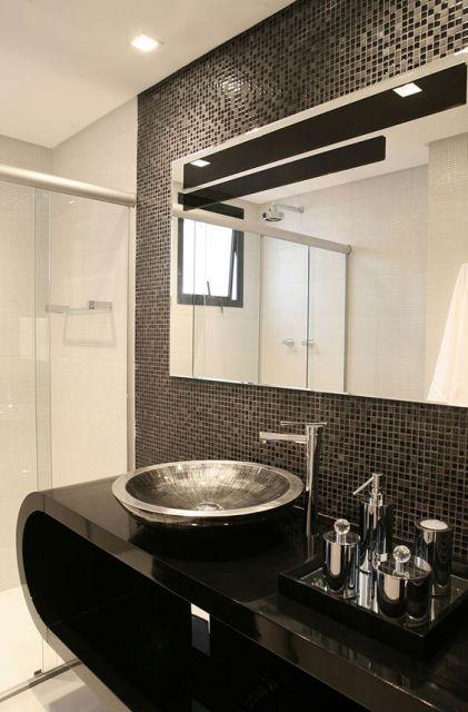 banheiro preto e branco moderno