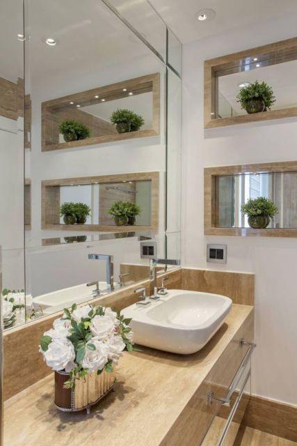banheiro com bancada de mármore