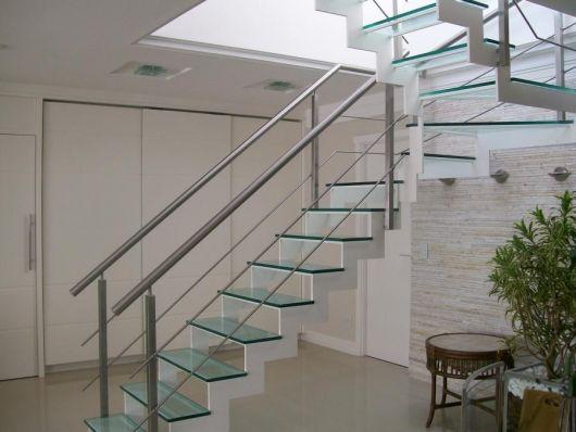 escada com alumínio branco