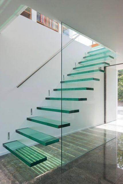 escada moderna reta