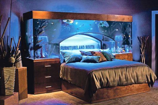 Aquário cobre a parte superior da cama