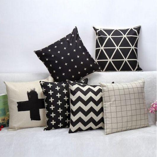 almofadas com estampas diferentes
