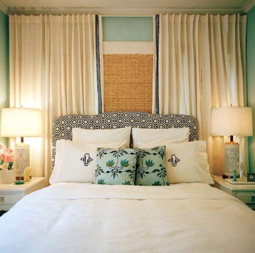 cama de casal encostada na janela