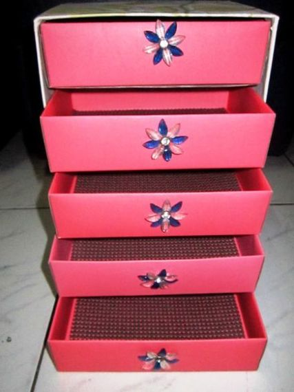 caixa com gavetas