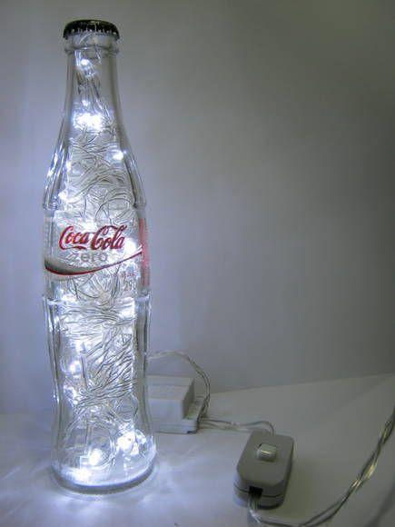 abajur de garrafa da coca-cola com pisca-pisca
