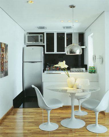 Cozinha e sala de jantar integradas.
