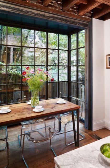 bay window com vidro de cima a baixo em sala de jantar