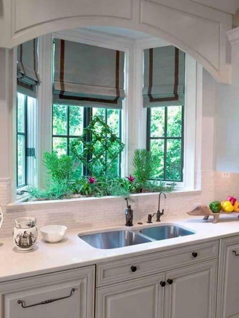 pia da cozinha com jardim embaixo da bay window