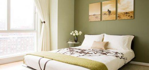 cama flutuante em quarto com parede verde claro