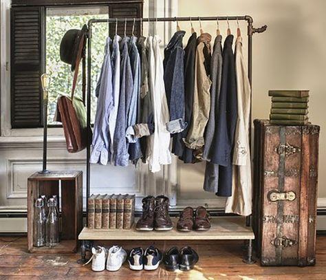 closet aramado vintage feito com arara e suporte para sapatos embaixo