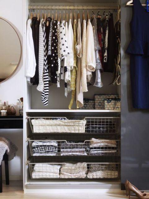closet aramado com porta de correr preta