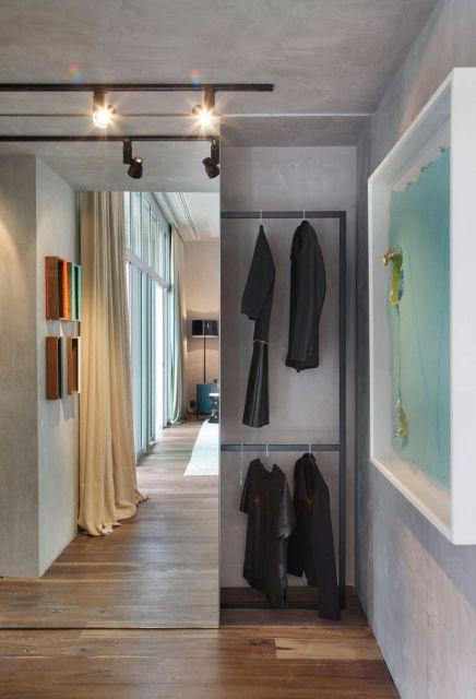 closet aramado com porta de correr de espelho
