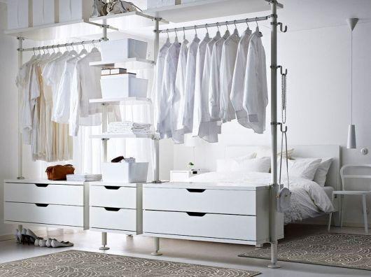 closet aramado que separa os ambientes