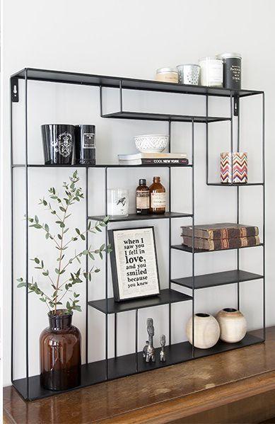estante de aço preta com estantes sem padrão