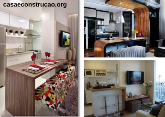móveis planejados de balcão para refeições e apoio em sala de TV
