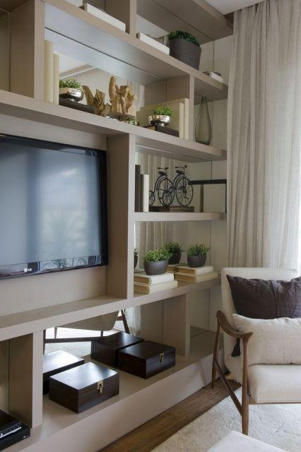 Móvel planejado com para TV que separa dois ambientes